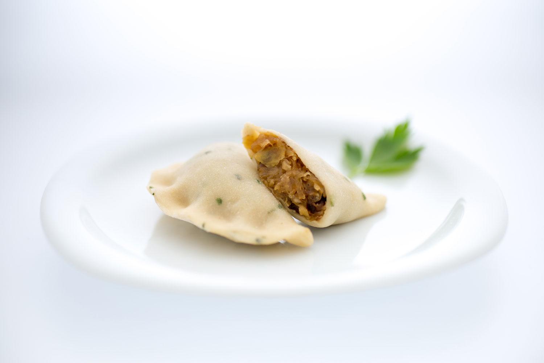 Pierogi mit Sauerkraut & kalifornische Pflaumen